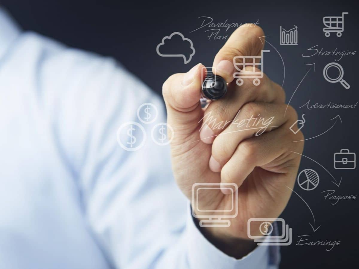 businessman-writing-down-traits-of-effective-website-design