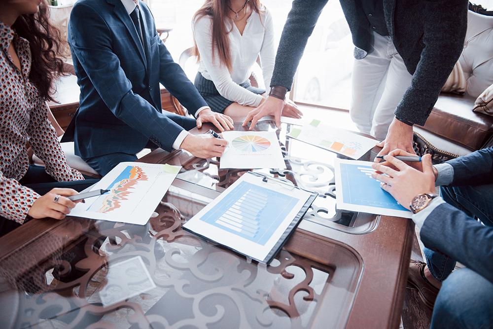 Business team brainstorming marketing plan researc h69knh7